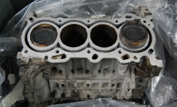 Как заменить поршни двигателя в иномарке?