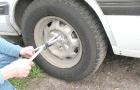Меняем колесо на машине
