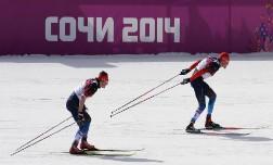 Нас не догонят! Российские лыжники заняли весь пьедестал олимпийской гонки на 50 км.