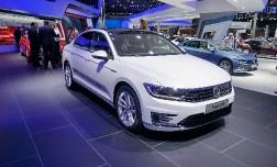Новый гибрид Volkswagen Passat GTE будет расходовать всего 2 л бензина на 100 км