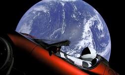 Электрокар Tesla Roadster вышел в открытый космос