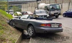 В Сочи разбился кабриолет Aston Martin DB7