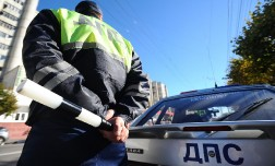 Новые штрафы для автомобилистов —  резина, фары, подушки, телефон, ошибки двигателя и регистратор