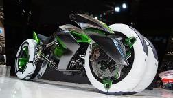 Компания Kawasaki представила трехколесный электробайк-трансформер Kawasaki J
