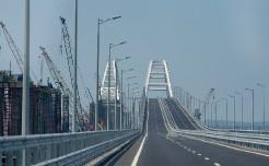 Владимир Путин открыл Крымский мост, президент проехал по нему на КамАЗе
