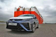 На водородную Toyota Mirai выстроилась огромная очередь