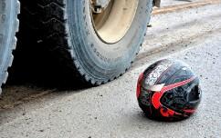 В Сочи погиб мотоциклист под колесами грузовика