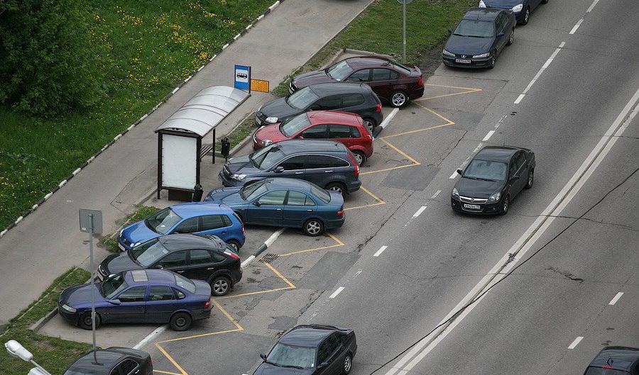 Борьба с неправильно припаркованными автомобилями в столичном регионе сильн