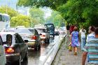 Причина пробок в Лоо - пешеходы