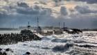 Крым – на море шторм, на пляже - штиль