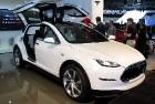 Tesla представила первый в мире электрический кроссовер Model X